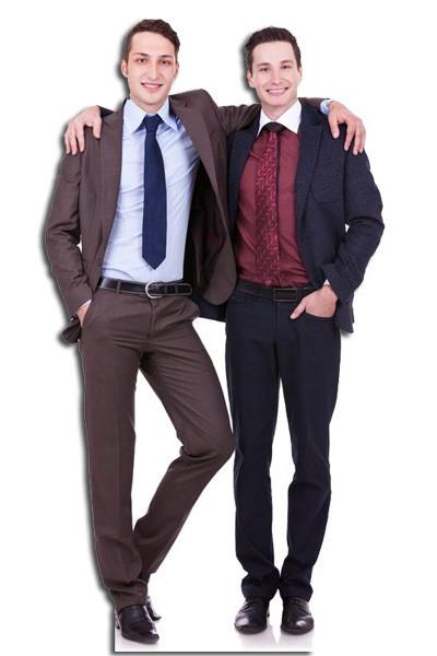 levensgrote pop of lifesizer van twee erg goede vrienden in pak