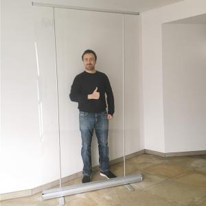 preventiescherm - transparante scheidingswand banner ViewRoll - brede versie met twee steunstokken - coronascherm