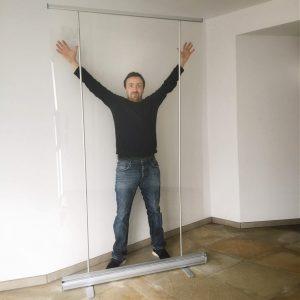 preventiescherm - transparante scheidingswand banner ViewRoll gemonteerd op volle 205 cm hoogte - coronascherm