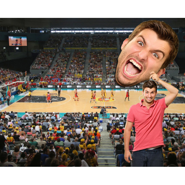 bigface super groot hoofd op sport event basket